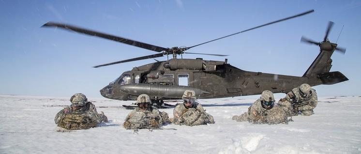 Mobilmachung in der Arktis: US-Fallschirmjäger bei einer Übung in Alaska. (Foto: U.S. Army National Guard photo by Sgt. Edward Eagerton)