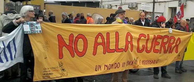 Nein zum Krieg: Friedensaktivisten im Hafen von Genua (Foto: FILT CGIL Genova e Liguria)