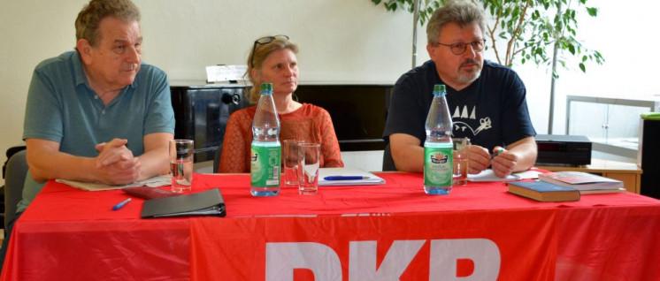 Die Wessis im Podium hörten auch gut zu: Werner Sarbok, Meike Siefker und Achim Bigus (von links nach rechts) (Foto: Peter Weyland)