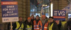 Streikende Gewerkschafter am Frankfurter Hauptbahnhof (Foto: UZ)