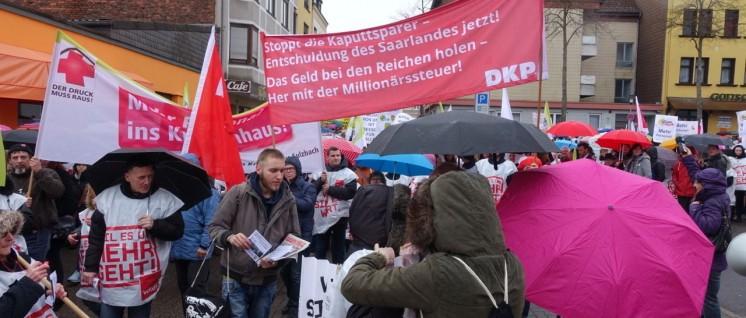 Die DKP zeigte Präsenz bei der Demonstration der 4500 für eine bessere Pflege am 8.März in Saarbrücken. (Foto: DKP Saarland)