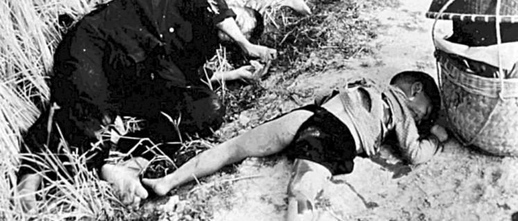 Ein Mann und ein Kind, die von den US-Soldaten getötet wurden (16. März 1968). (Foto: gemeinfrei)
