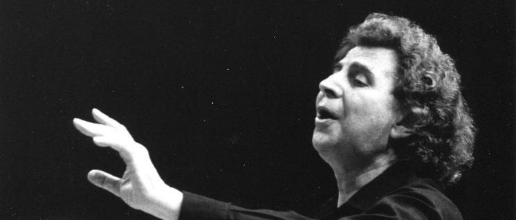Mikis Theodorakis in der Kölner Philharmonie, 1987 (Foto: Tom Brenner)