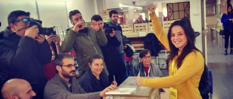 Siegesgewisse Unabhängigkeitsbefürworterin (Foto: CUP Països Catalans)