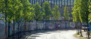 Wofür sind Mauern da? In Belfast dazu, die Arbeiterklasse zu teilen. (Foto: [url=https://www.geograph.ie/photo/5475172]David Dixon / geograph.ie[/url])