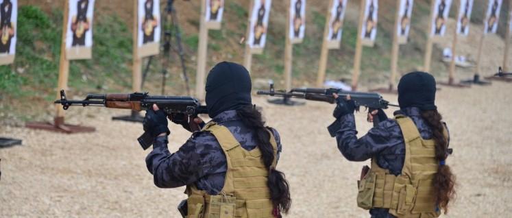 Schießtraining bei den kurdischen Volksverteidigungseinheiten (Foto: Kurdish YPG Fighters, YPG / SDF Kurdishstruggle)