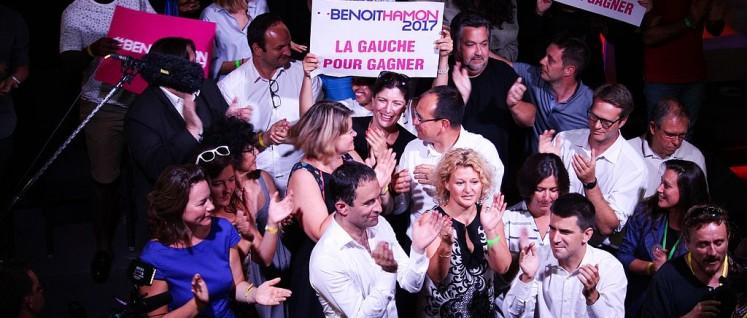 Vorwahlsieger Benoît Hamon (Mitte, vorn) (Foto: [url=https://en.wikipedia.org/wiki/File:Benoit_Hamon_meeting_Saint-Denis_-_fin_meeting.jpg]Marion Germa[/url])