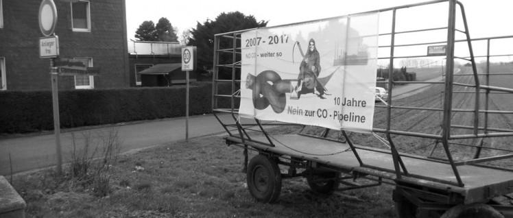 Protest auf der grünen Wiese gegen die hochgiftige CO-Pipeline. (Foto: Uwe Koopmann)