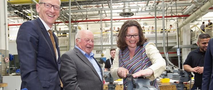 Freudig wird an weiteren Rentenkürzungsprogrammen gefeilt (Foto: Adam Opel AG)