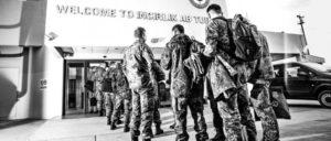 """Ankunft deutscher Soldaten an der Air Base Incirlik im Rahmen der Operation """"Inherent Resolve"""" in der Türkei (30.12.2015). (Foto: Bundeswehr/Falk Bärwald)"""