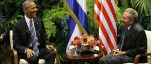 Obama im Gespräch mit Raúl Castro: Gezwungen, ein Lippenbekenntnis zur kubanischen Souveränität abzugeben. (Foto: CubaMinrex)