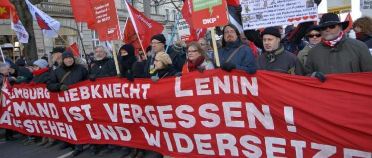 Über zehntausend Menschen nahmen an der Demonstration zum Gedenken an die Ermordung Rosa Luxemburgs und Karl Liebknechts in Berlin teil.  (Foto: Tom Brenner)