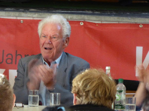 Auf der Veranstaltung sprach auch der langjährige Vorsitzende der DKP, Herbert Mies.