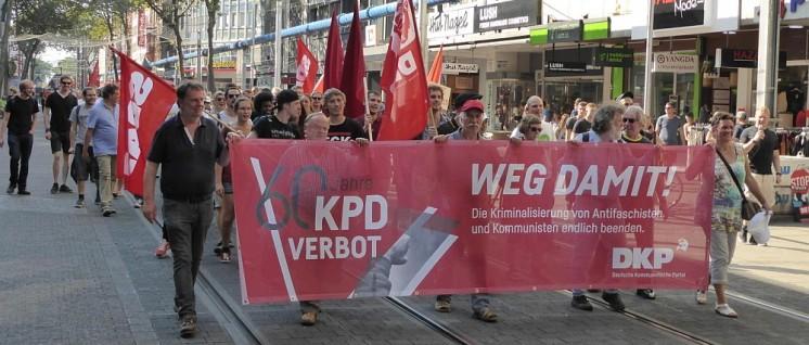 250 demonstrierten für die Aufhebung des KPD-Verbotes durch die Karlsruher Innenstadt. (Foto: Gustl Ballin)