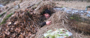 """Youtuber wie Kai """"Sacki"""" Sackmann zeigen auf ihren Videokanälen, was man alles für das Bushcraften brauchen könnte. (Foto: sacki-survival.de)"""