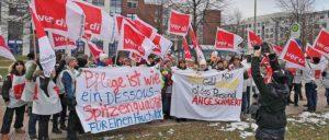 600 Kolleginnen und Kollegen streikten am 2.Februar in Leipzig für die Angleichung ihrer Gehälter an den Tarifvertrag für den Öffentlichen Dienst. (Foto: Frank Lausen)