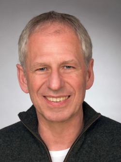 Peter Köster ist Mitglied im Arbeitskreis Betrieb & Gewerkschaft beim Parteivorstand der DKP und des DKP-Bezirks Ruhr-Westfalen und Bezirksvorsitzender der IG BAU Mülheim-Essen-Oberhausen.