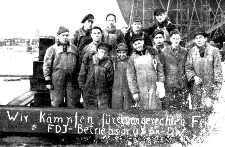 """Die FDJ im Hamburger Hafen: """"Wir kämpfen für einen gerechten Frieden!"""""""