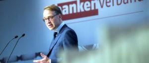 """Ein """"geeigneter"""" Kandidat für das Amt des EZB-Präsidenten:  Bundesbank-Präsident Jens Weidmann– hier auf dem Bankentag 2017 (Foto: [url=https://www.flickr.com/photos/bankenverband/33028165504]Gregor Fischer[/url])"""