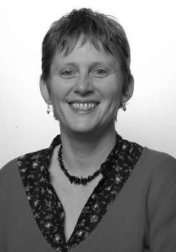 Alice Bernard, 55, wohnt in Seraing (bei Lüttich) und ist seit 2011 in der Abteilung für Betriebsgruppen und Gewerkschaftsfragen der PTB tätig.