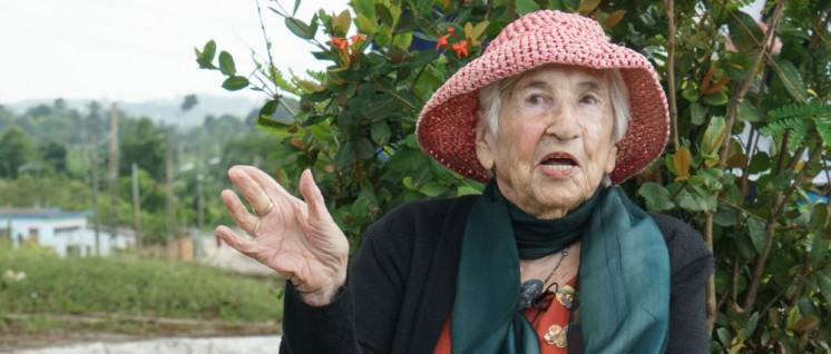 Glänzt nicht nur auf Kuba (Foto) und bei Anne Will: unsere 93-jährige Genossin Esther Bejarano nimmt an der Konferenz teil. (Foto: jovofoto / Jochen Vogler)