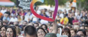 """""""Das Lächeln eines Landes"""" und ein Herz: Slogan und Symbol, mit dem """"Unidos Podemos"""" Wahlkampf macht. (Foto: Izquierda Unida)"""