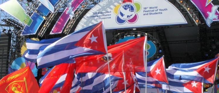 """Cuba esta presente!"" Die kubanische Delegation ist unübersehbar und unüberhörbar. (Foto: SDAJ)"