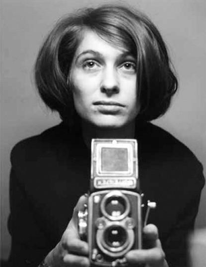 """""""Die Frau mit der Kamera – Portrait der Fotografin Abisag Tüllmann"""". D 2014–92 Minuten. Buch, Regie, Produktion: Claudia von Alemann"""