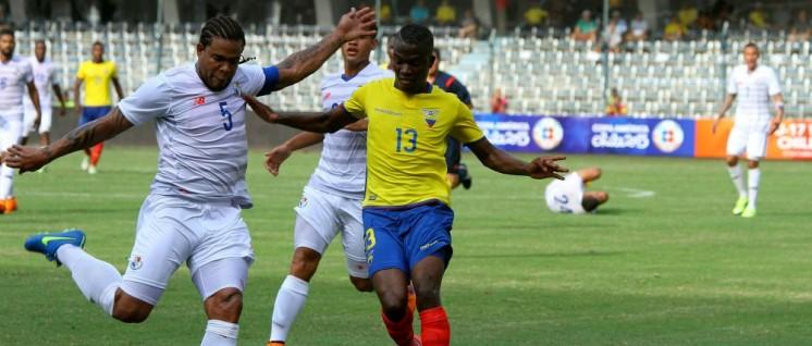 Das Nationalteam Panamas in einem Freundschaftsspiel gegen Ecuador (6.Juni 2015). (Foto: [url=https://www.flickr.com/photos/agenciaandes_ec/18351313260/in/album-72157653731241538/]César Muñoz/Andes/flickr[/url])