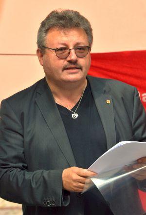 Achim Bigus ist Stellvertretender Bezirksvorsitzender der DKP Niedersachsen und DKP-Kandidat auf Landeslistenplatz 1.