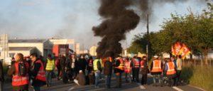Straßenblockade unter Beteiligung der CGT (Foto: pierrO/flickr.com/CC BY-SA 2.0/www.flickr.com/photos/poil0do/26664502473)