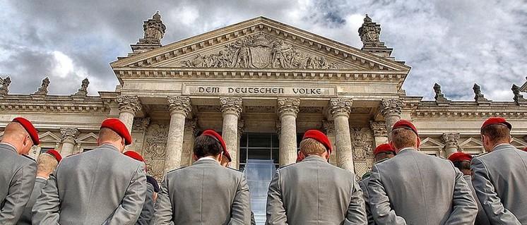 Nicht dem deutschem Volke, sondern dem deutschem Kapital dient die Bundeswehr. Heute wird gern vergessen, dass sie genau dazu gegründet wurde – und von wem. (Foto: G. Czekalla / Wikimedia Commons / Lizenz: CC BY 3.0)