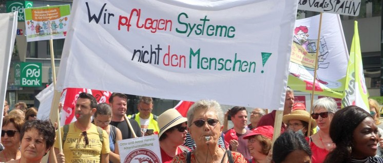 Proteste der Pflegekräfte zeigen Wirkung. In 15 deutschen Klinken wird die Entlastung umgesetzt. (Foto: Werner Sarbok)