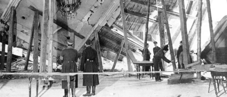 Nur 13 Minuten haben gefehlt – der Bürgerbräukeller nach der Explosion                          (Foto: Bundesarchiv, Bild 183-E12329 / Wagner / CC-BY-SA 3.0)
