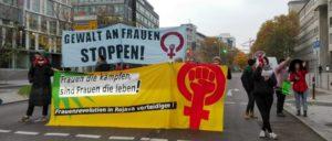 Aktivistinnen blockieren eine Straße in Stuttgart                          (Foto: Christa Hourani)