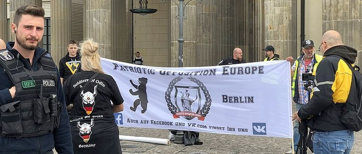 "Die Bürgerwehr ""Patriotic Opposition Europe"" in Berlin (Foto: C.Suthorn / Lizenz: CC BY-SA 4.0)"