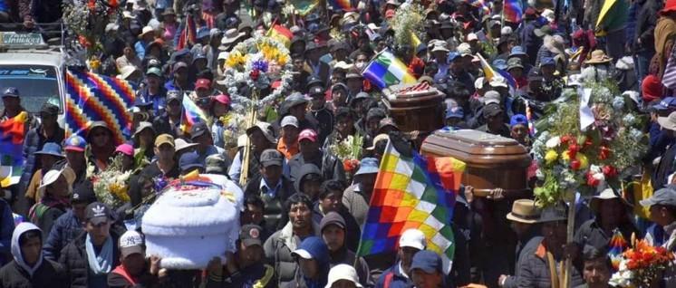 Beerdigung von durch Putschisten getöteten Indigenen am vergangenen Wochenende in Cochabamba. (Foto: Evo Morales Ayma via facebook)