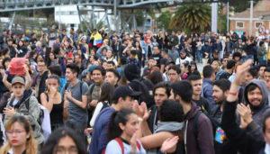 Überwiegend junge Menschen kämpfen auf der Straße um ihre Rechte.