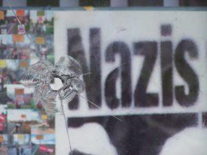 Spuren eines Anschlages auf das Büro der Linkspartei in Dortmund