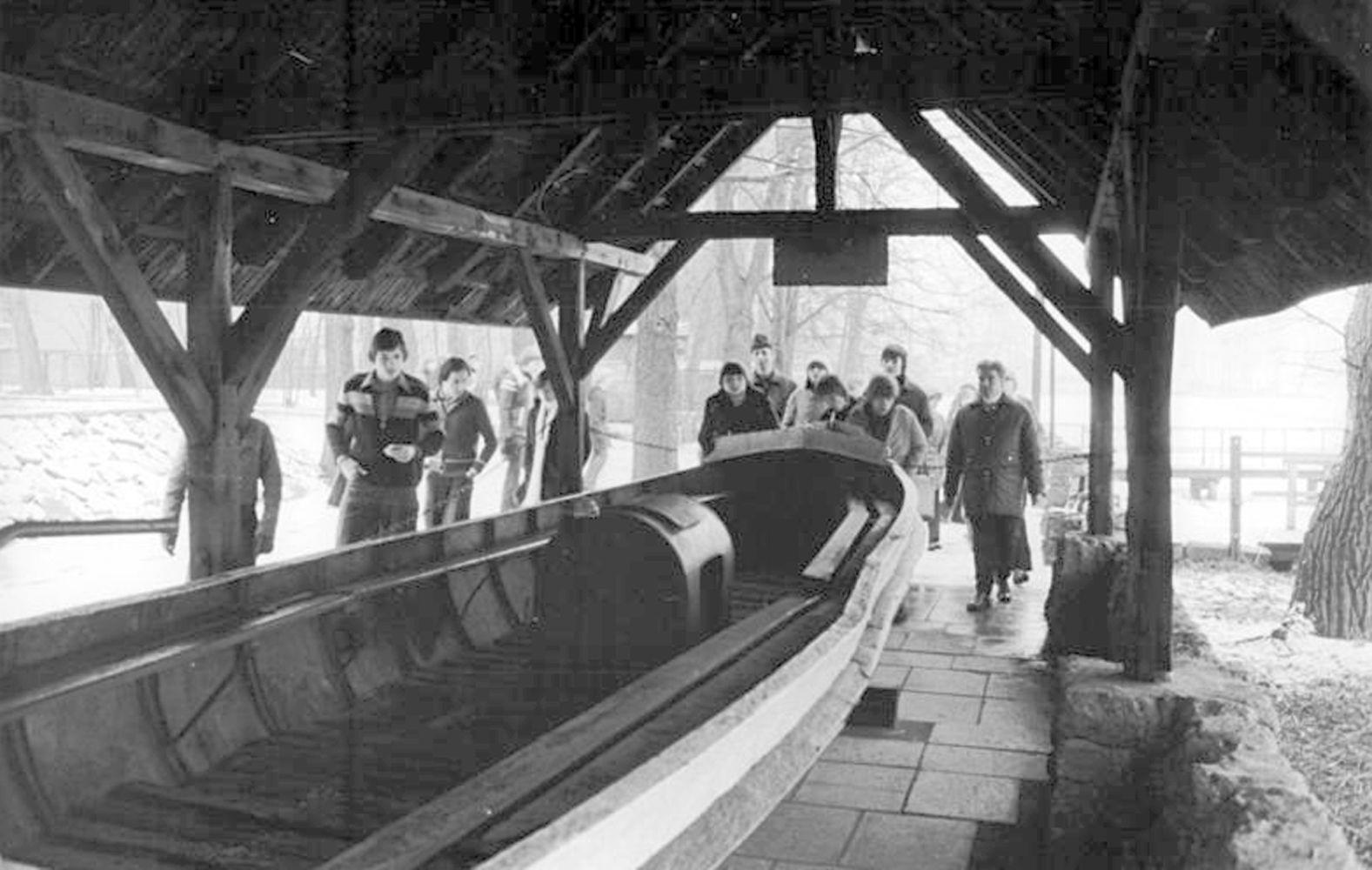 """Mit dem Fährboot """"Charlotte"""" konnten sich nach Beendigung der Tagung eine Reihe der Genossen mit dem Boot in Sicherheit bringen."""